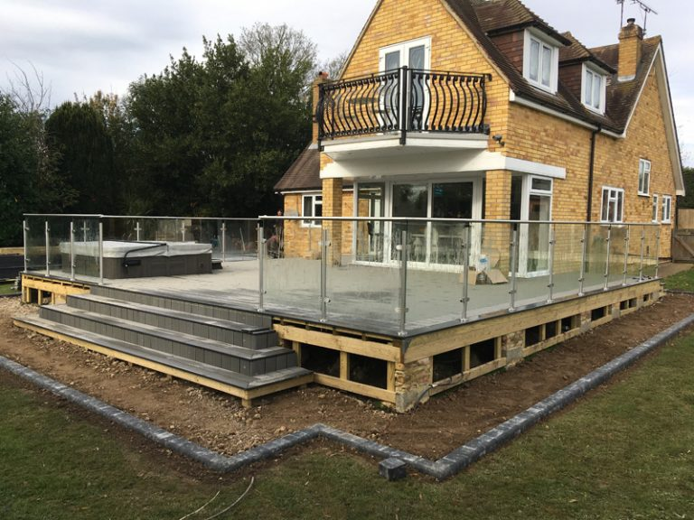 Know The Common Types Of Glass Balustrades Before Designing One